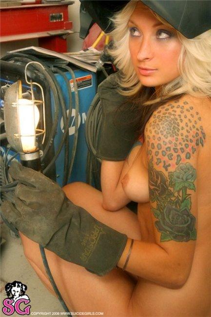 Большие любительницы тату (50 фото)