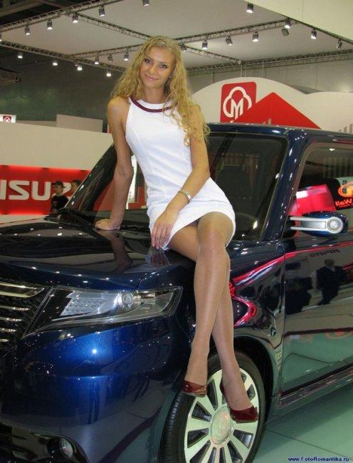 Девушки Московского Международного Автосалона (50 фото)