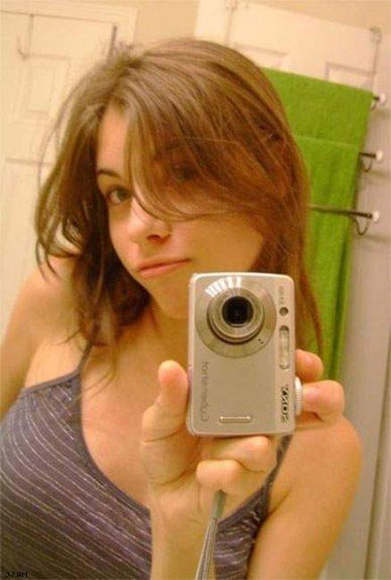 Девушки фотографируют сами себя (50 фото)