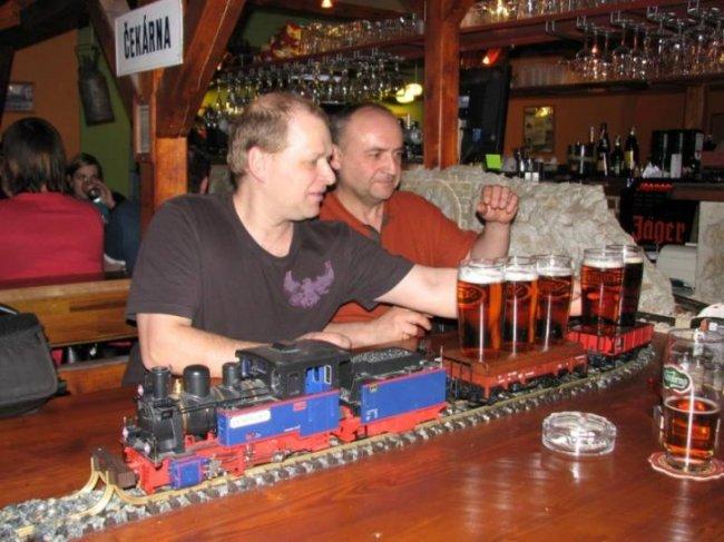 Железнодорожный бар (9 фото)