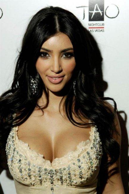 Ким Кардашиан выглядит забавно (3 фото)