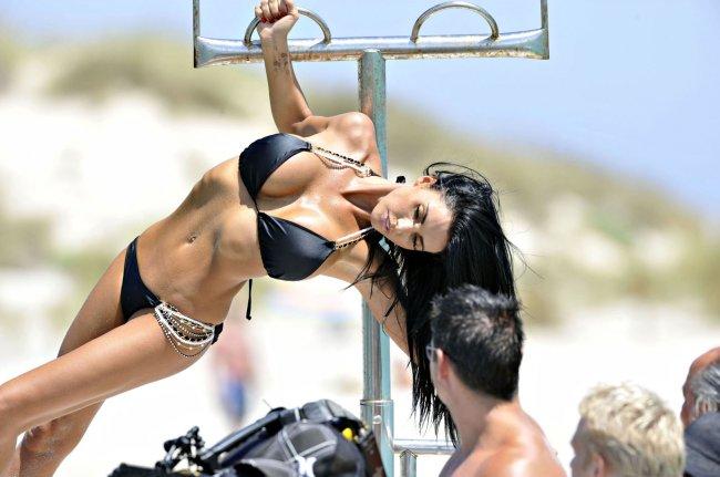 Кэти Прайс в бикини (11 фото)