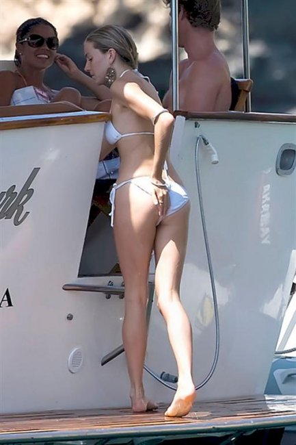 Sienna Miller в бикини (19 фото)