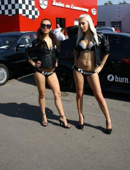 Девушки Столичного автошоу (20 фото)