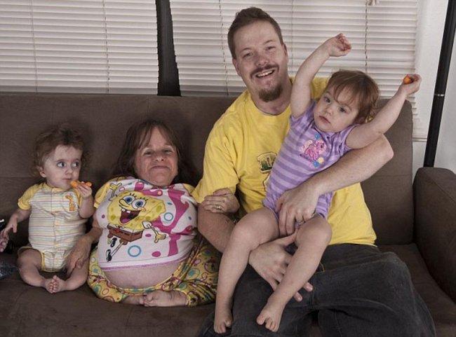Самая маленькая в мире мама (4 фото)