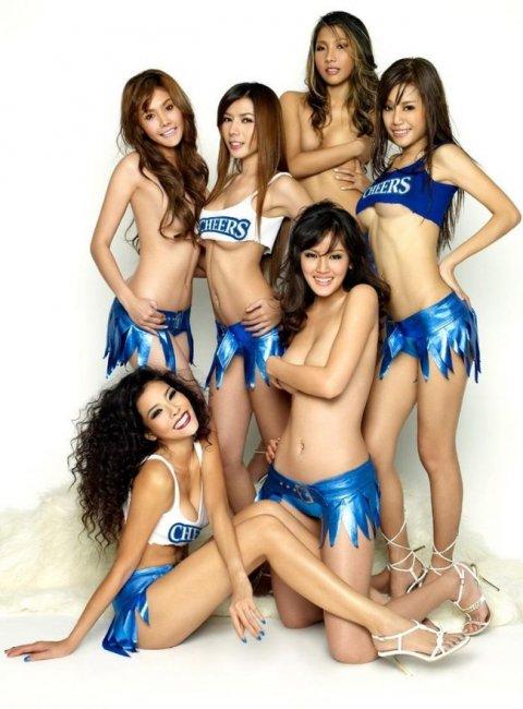 Сексуальные девушки в рекламе тайского пива (18 фото)