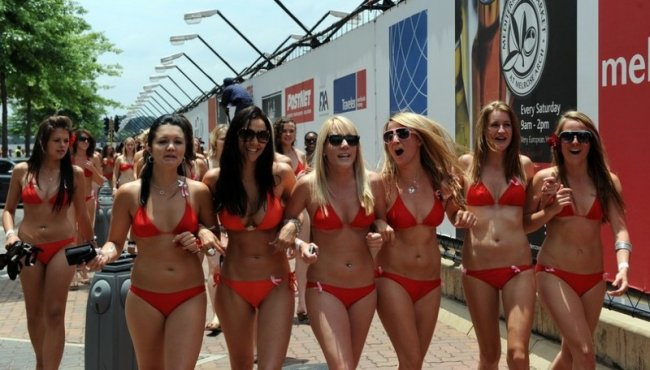 Парад купальников в ЮАР (9 фото)