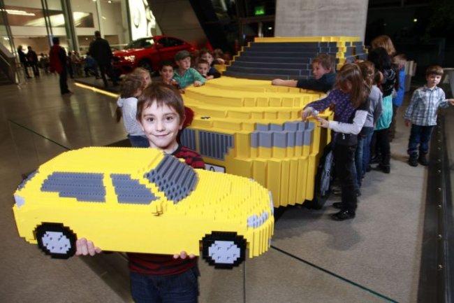 Копия BMW X1 из Лего (9 фото)