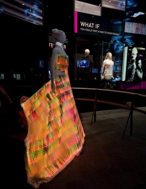 Платье из светодиодов (3 фото)