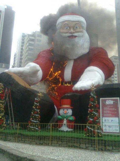Санта в огне (9 фото)