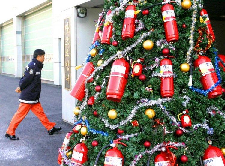Противопожарная елка (2 фото)