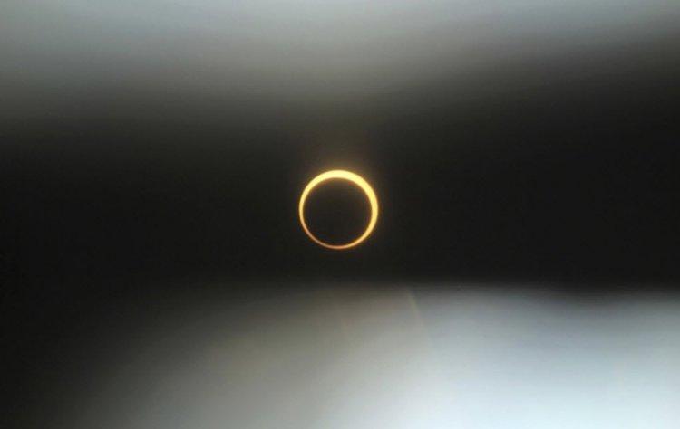 Кольцеобразное солнечное затмение (21 фото)